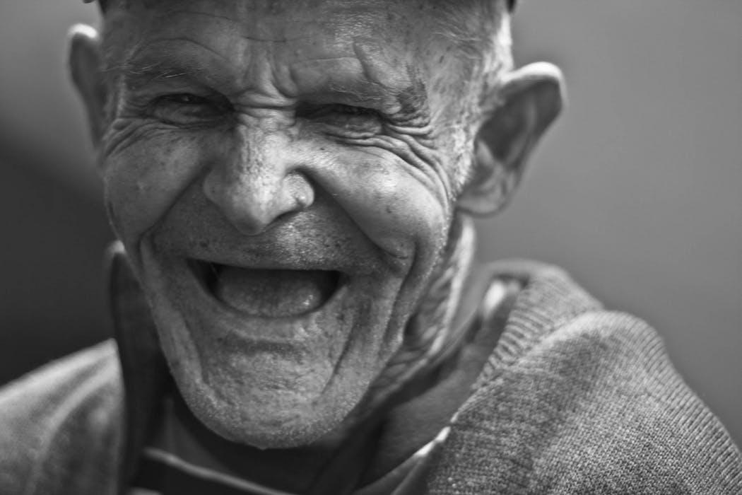 En skrattande man